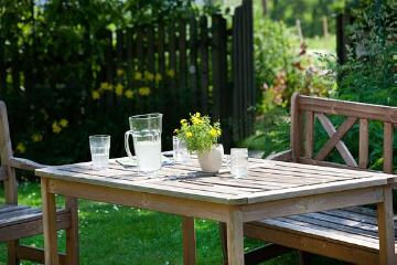 atmosphere, Garden Furniture, Geschirr, Holzbank, impression, Tischdekoration