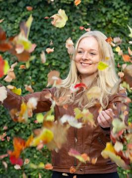 Autumn, fall impression, foliage, girl, Herbstlaub, People