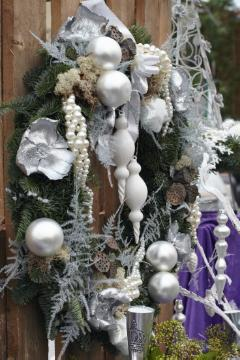 Advent decoration, Advent flower arrangement, atmosphere, Christmas balls, Christmas decoration, Christmas tree ball