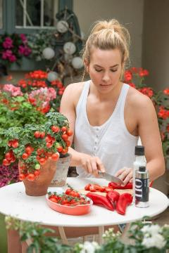 Capsicum annuum, terrace, young woman
