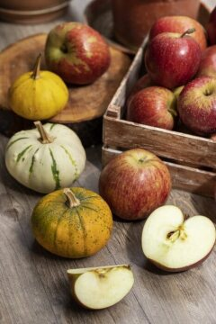 AY Etiket, Malus domestica, Vegetable Pumpkin, wooden crate